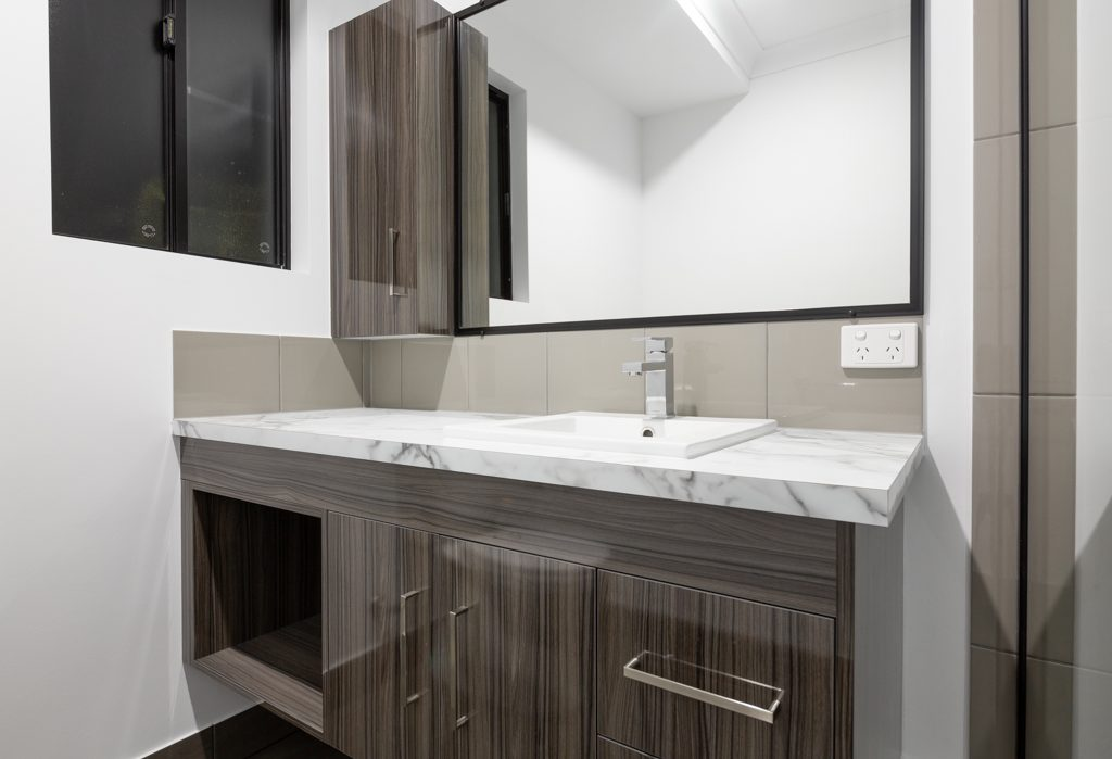 Family-home-built-by-mackay-builder-at-the-waters-ooralea-25